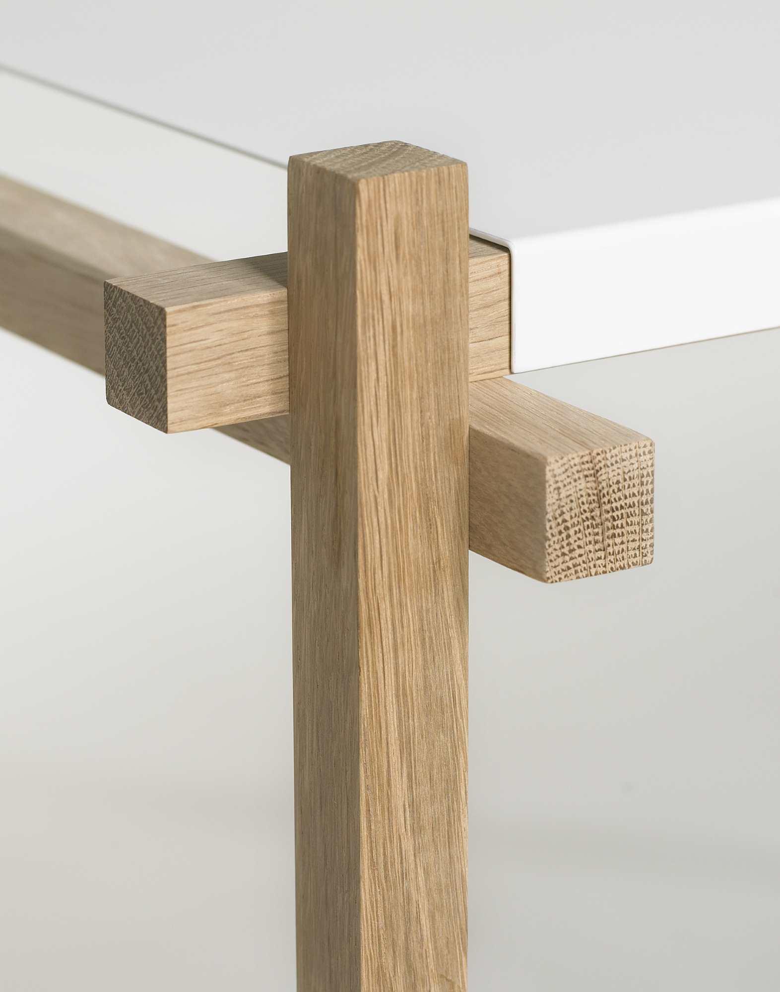 Woody Column High Shelf Hay