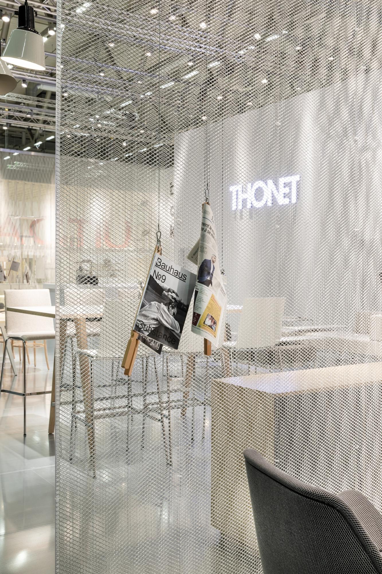 1510 High table Thonet