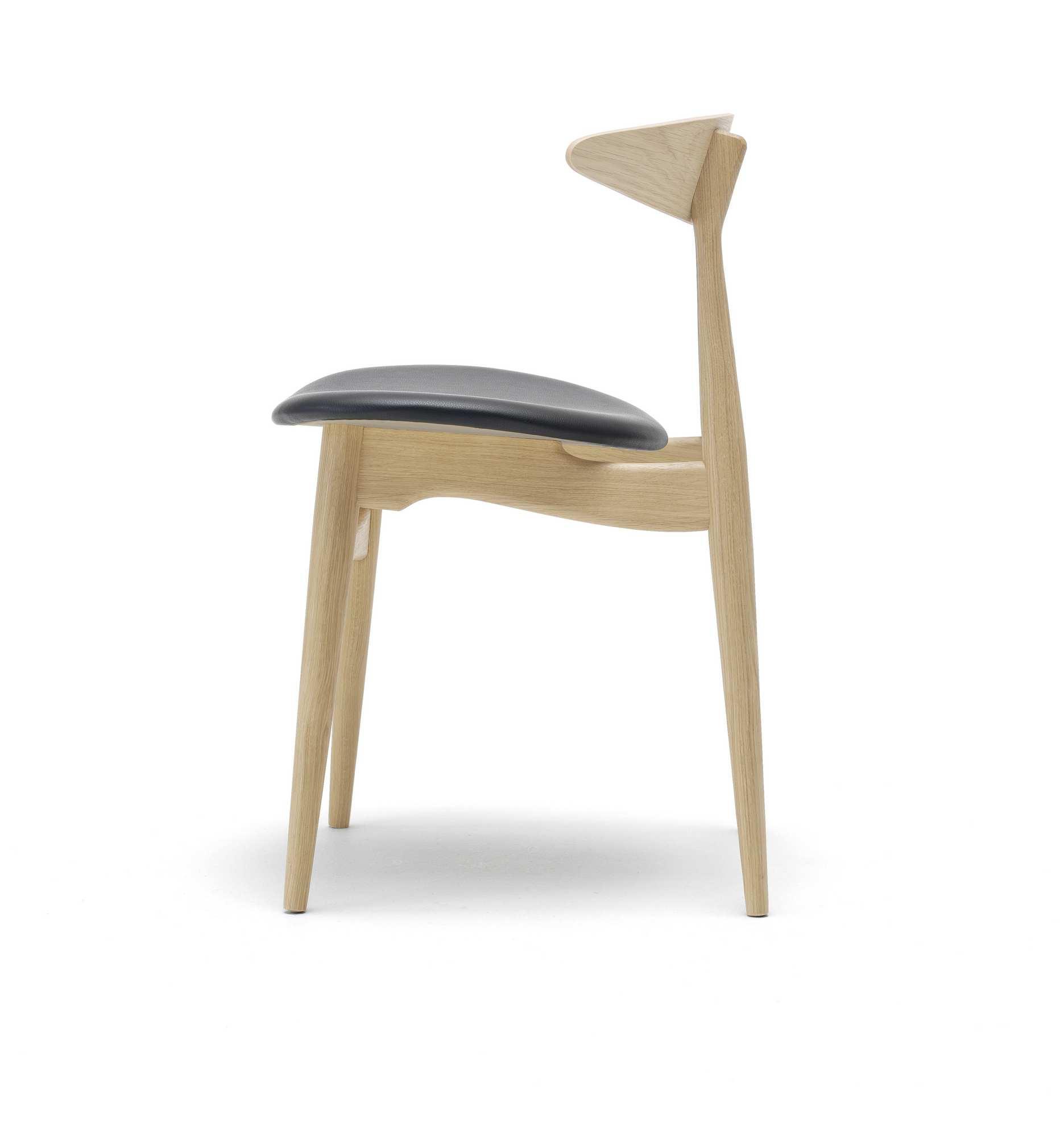 CH33 upholstered chair Carl Hansen & Søn