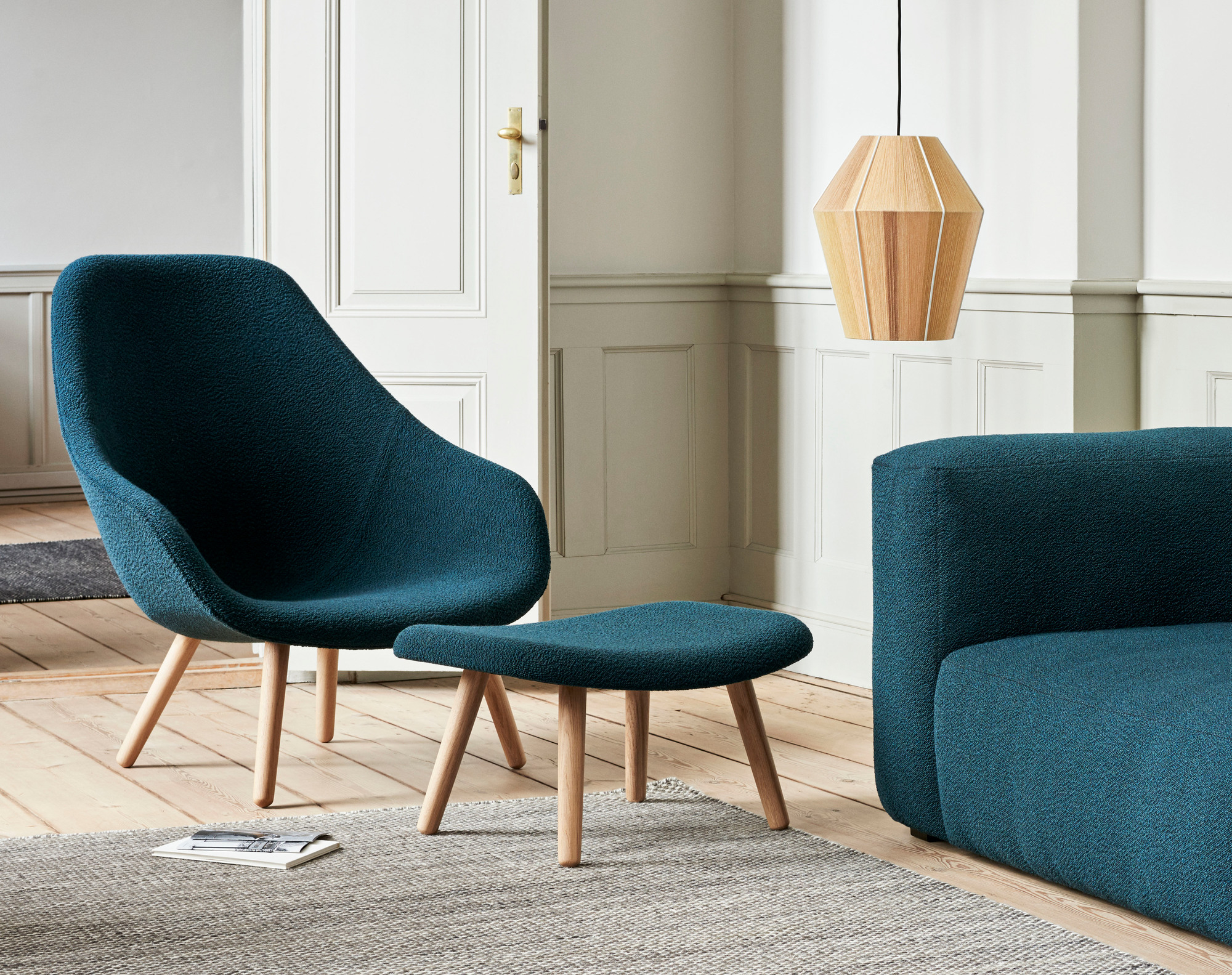 About a Lounge AAL 92 / AAL92 High Armchair Hay