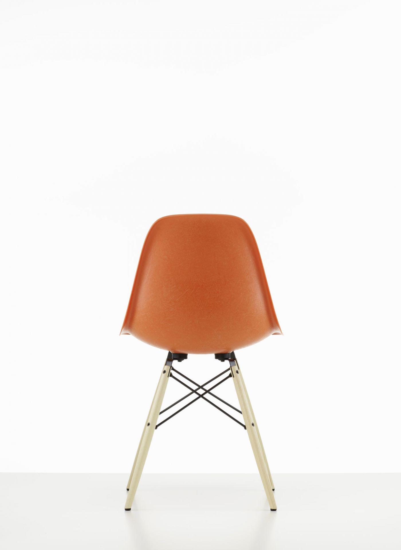 Eames Fiberglass Chair DSW Chair Vitra