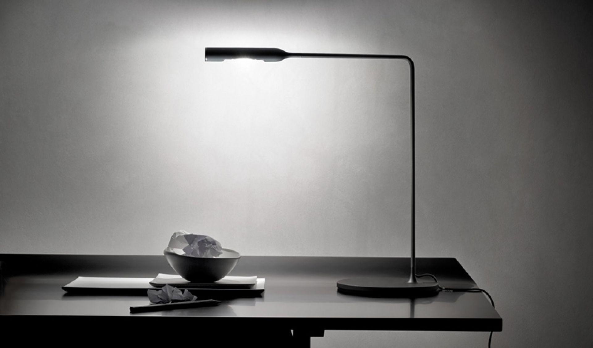 Flo Desk table lamp Lumina