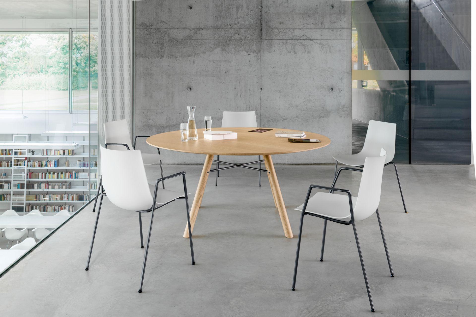 Akio round table Girsberger