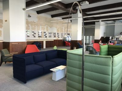 Alcove Plume Contract 3 Sitzer Sofa DUNKELBLAU Vitra - LANDESGARTENSCHAU